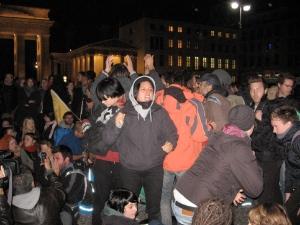 Protest von Flüchtlingen am Brandenburger Tor, nachdem ihnen ihr Zelt weggenommen wurde
