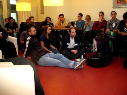 Zuhörer*innen der Pressekonferenz