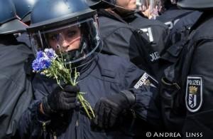 Uni(n)formierte Polizist*in?