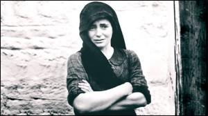 Frau, die ihre gesamte Familie unter der Nazi-Besetzung verloren hat